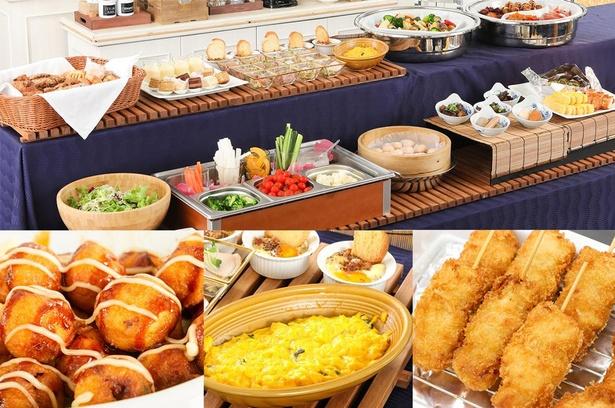 朝食ビュッフェには、大阪名物のたこ焼きや串カツも並ぶ