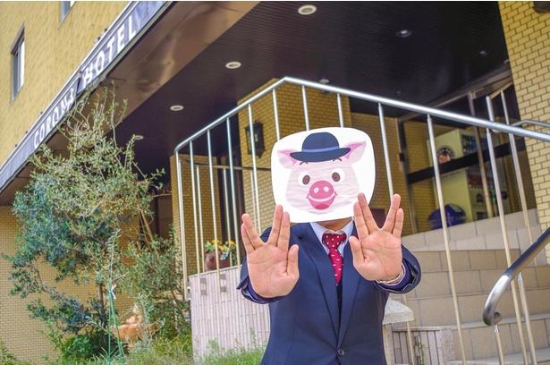 大阪コロナホテルの広報リーダー・藤井康平さん。SNSの更新どおり明るく出迎えてくれた