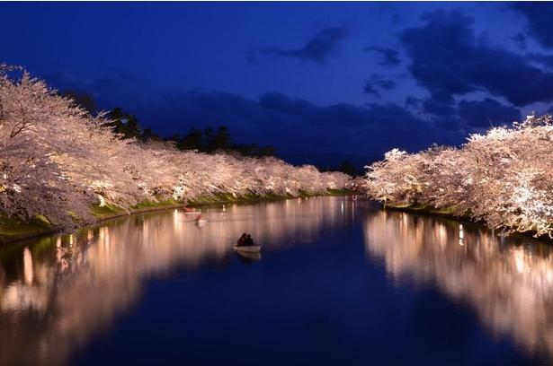 【写真】ボートに乗って両岸の桜を見るのもおすすめ