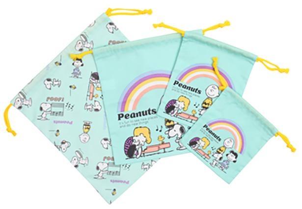 写真左から「コットン巾着L」(1078円)、「コットン巾着M」(968円)、「コットン巾着S」(693円)、「コットン巾着XS」(605円)