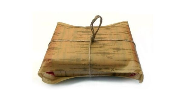 竹皮を模した包装紙は昔のお肉屋さんをイメージ