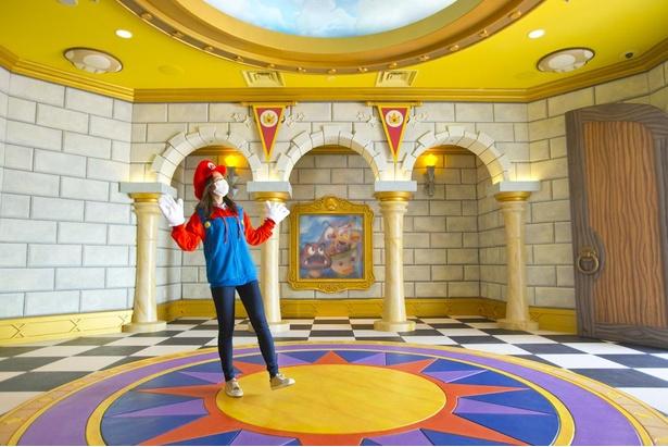 土管を抜ければ、かわいい装飾であふれるピーチ城に到着!