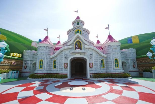 城の前にはアイテムのキノコが描かれ、かわいさが溢れ出す!