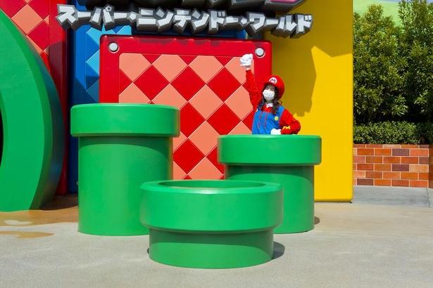 土管に潜り込んで、さあマリオの世界へ!