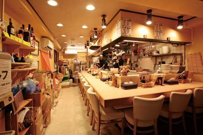 「麺や 七彩」の店内