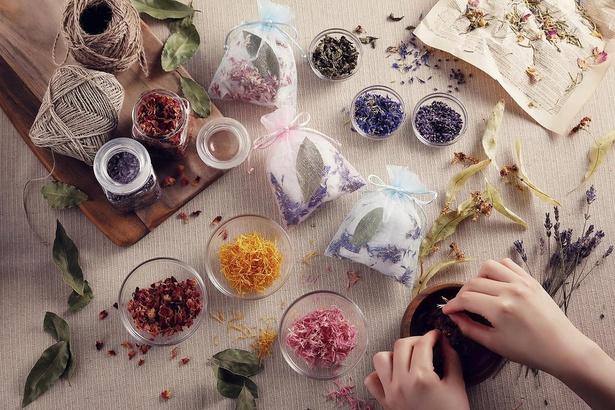ハーブ園で育ったハーブ(ドライハーブ)を使って香り袋をつくる「暮らしのアイテムづくり」