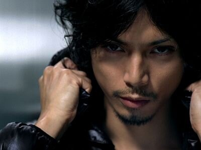 熱い眼差しがかっこいい、水嶋ヒロさんの新CMのワンシーン