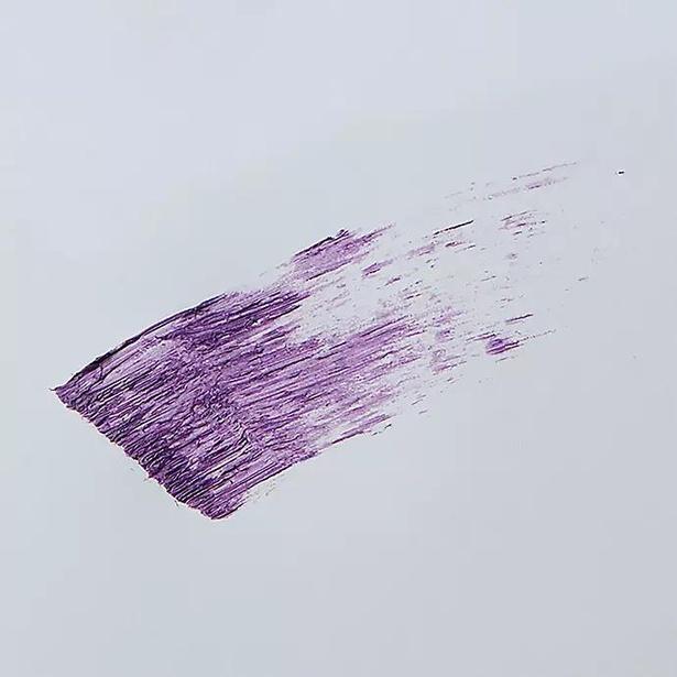 WHOMEEのロング&カールマスカラに新色「amethyst purple」が登場。目元におしゃれな抜け感をプラス!