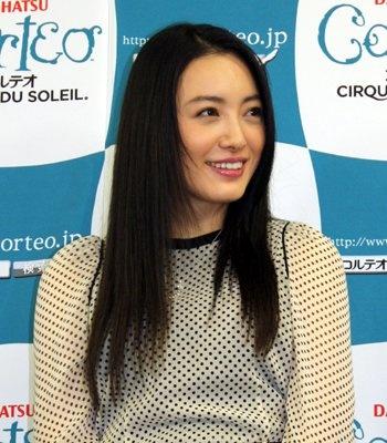 素の笑顔!? 仲間由紀恵のレアショット&杉本彩の豪華ファッションチェック