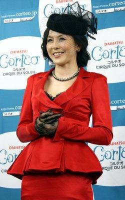 見た目も艶やかな真っ赤なドレスで登場した杉本彩さん