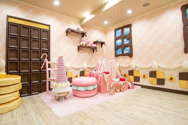 お菓子の家をイメージした一室も用意されている