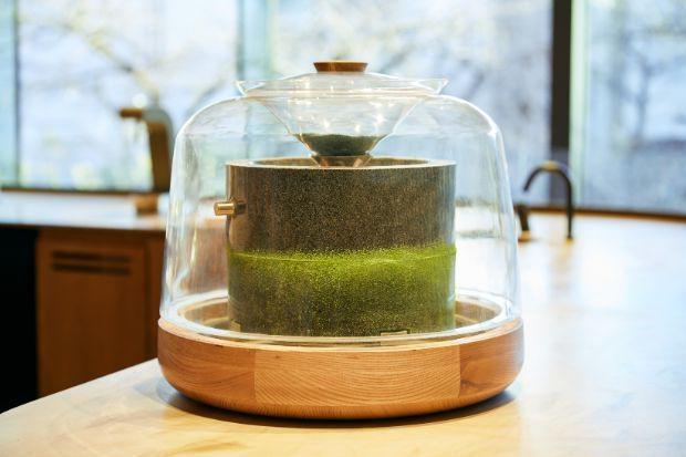 日本古来の製法である石臼挽きで製造できる抹茶の量は、ほんのわずか