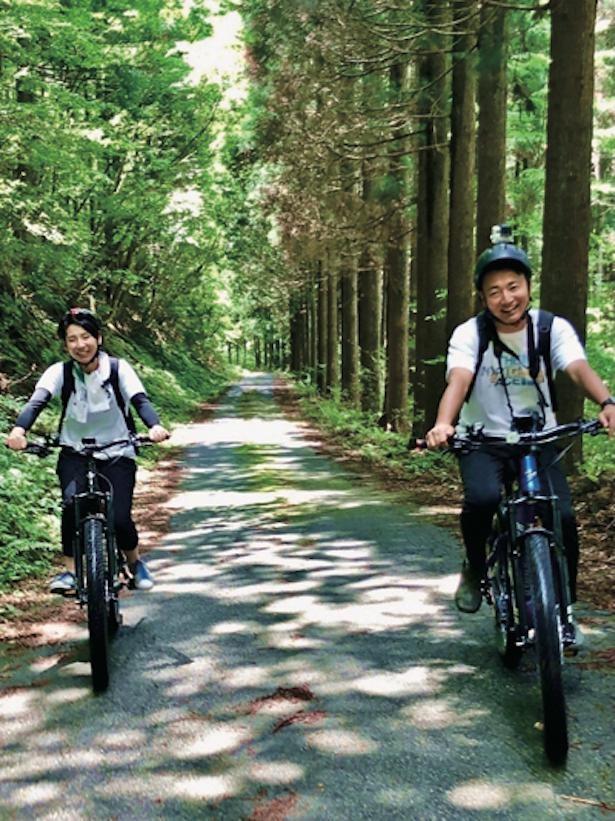E-bikeでパワースポットを巡る林道サイクリングとBBQのツアー(1日1万2000円)