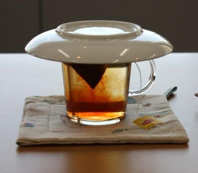 ポイントは「ティーバッグは動かさずに、フタをして最低1分間」。紅茶と対話する気持ちで待つとおいしい紅茶の出来上がり