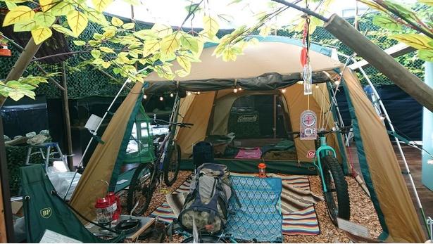 【写真】100点以上のキャンプグッズや、アクティビティグッズが展示されている