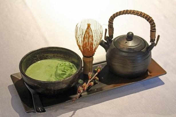 ハーゲンダッツ グリーンティーアイスクリームを使用した和テイストカクテル「ジャパニーズガーデン -抹茶-」(税抜1800円)
