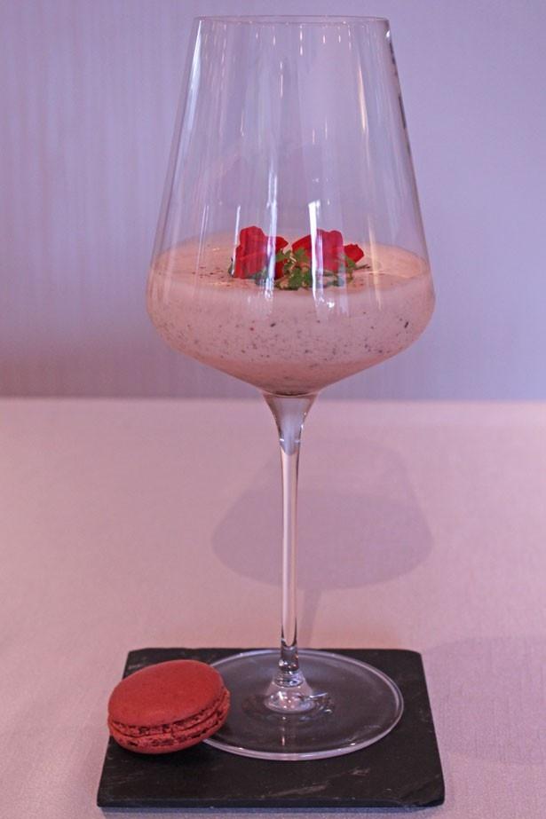 ハーゲンダッツ ストロベリーアイスクリームを使用したカクテル「ハッピーストロベリー」(税抜1800円)も提供中