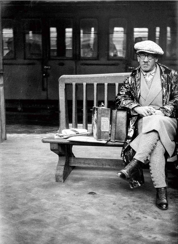 【写真】エコール・ド・パリの代表的な画家レオナール・フジタ(藤田嗣治)