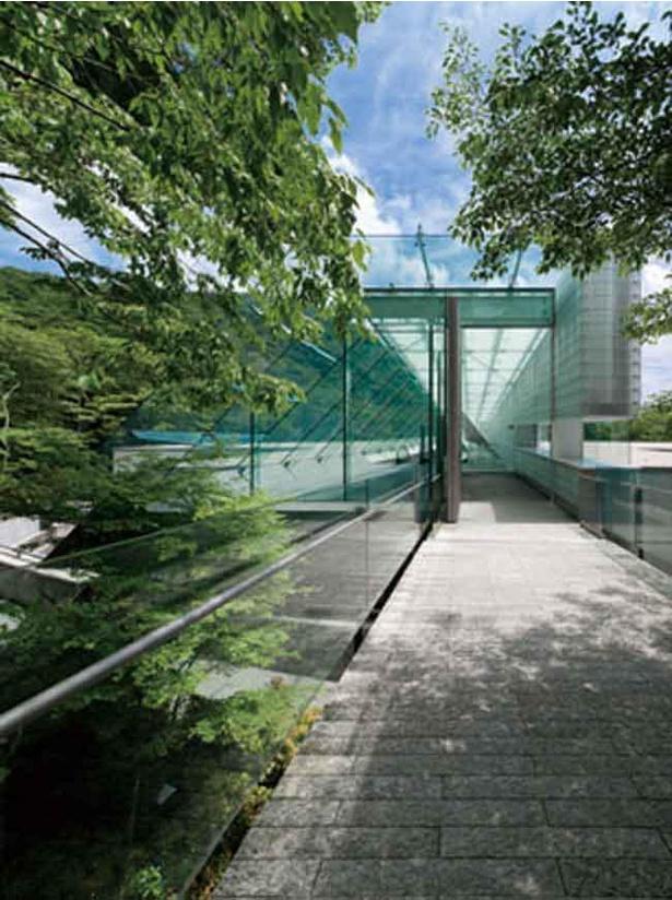 箱根の自然の中でゆったりとアートを楽しめるポーラ美術館(写真はエントランス)