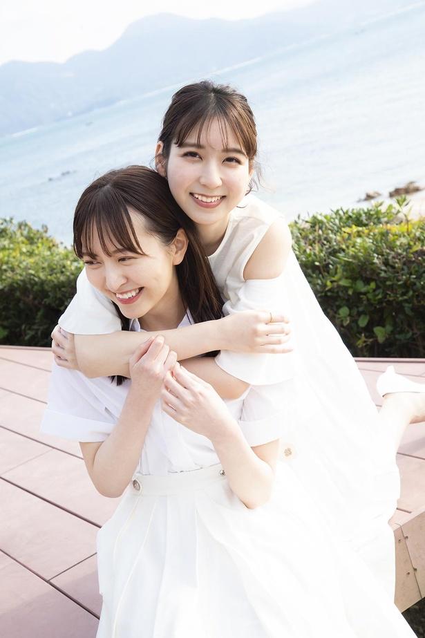 """【写真】""""なつまど""""として最後の撮影か!? HKT48森保まどか(左)×松岡菜摘(右)"""