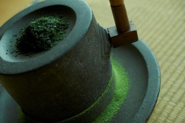 【写真】「綾鷹」は、特別に挽いたさわやかな香りが特徴の抹茶と宇治抹茶を贅沢に使用