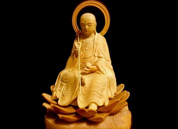 人の祈りの対象になる仏像。坂上さんは、仏師は生涯をかけてやり抜く仕事だと思った