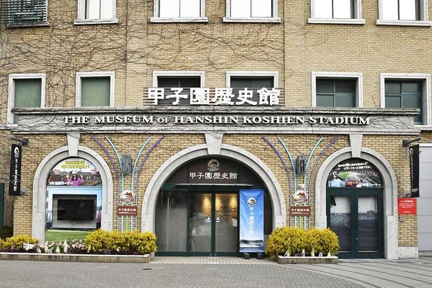 甲子園歴史館の入口は、甲子園球場の外周16号門横