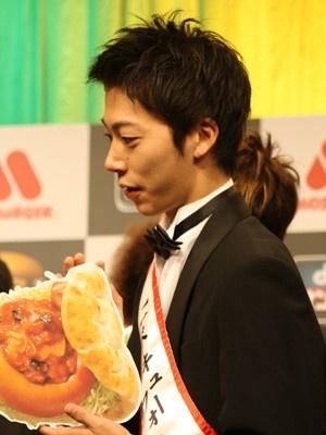 川島さんのコメントを心配そうに眺める金田さん