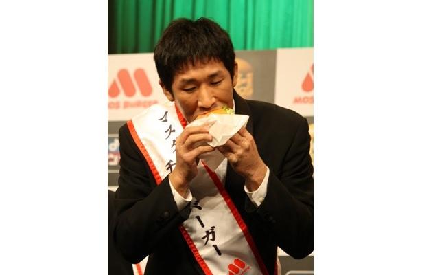 「ダンボールから高級肉まで食べられます」とグルメ(?)っぷりをアピールする麒麟・田村さん