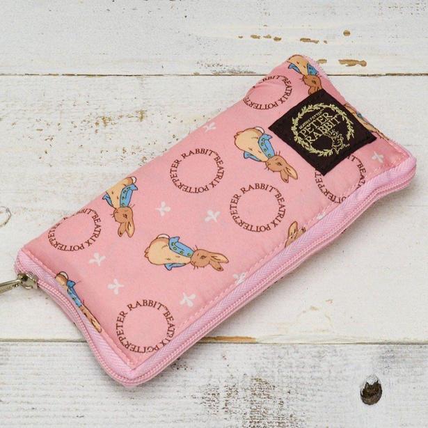 【写真】畳むと長財布くらいの大きさに!持ち運びに便利