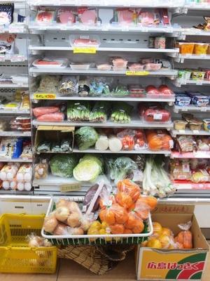 肉だけでなく神奈川・三浦の新鮮な野菜なども販売する「ニューヤマザキ デイリーストア 練馬旭町店」