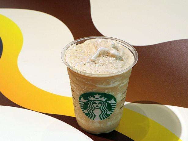 各店舗でじっくり抽出したコールドブリュー コーヒーを使用する「コールドブリュー コーヒー フラペチーノ(R)」