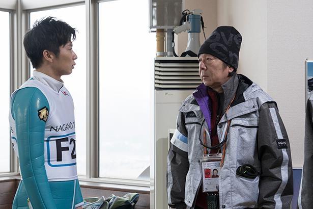 古田新太演じる、テストジャンパーのコーチ・神崎幸一