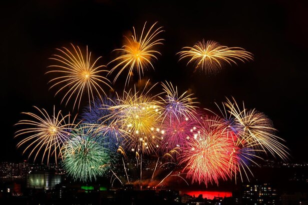 湖のほとりで、夜空に咲く花火が堪能できる、びわ湖大花火大会