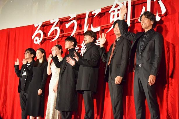 佐藤健、焼肉屋で見せた意外な素顔を暴露される。映画『るろ剣 最終章』初日舞台挨拶に豪華キャストが集結!