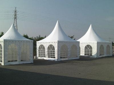 テントがドイツ&フランス製に変わり、オシャレに