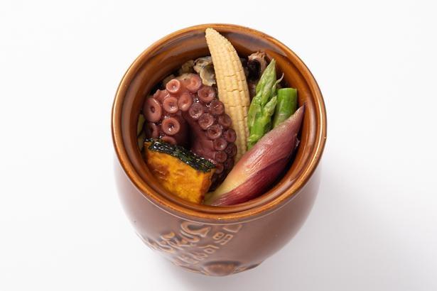 「夏のひっぱりだこ飯」。夏らしく茗荷(みょうが)やコーンも盛り付けられている