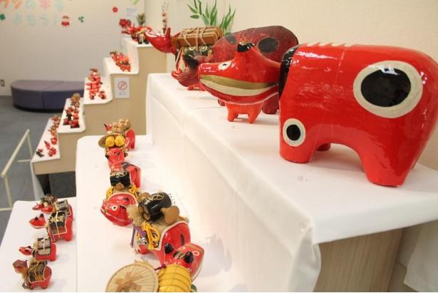 赤ベコが大集合する展示室