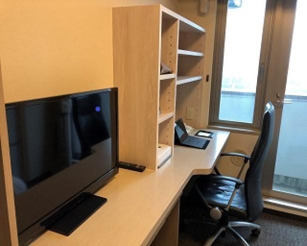 【写真】デスク周りなどを新たに改装したレジデンシャルルーム
