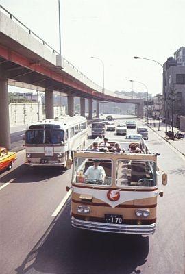 初代オープンバス。1階建てでかわいい!