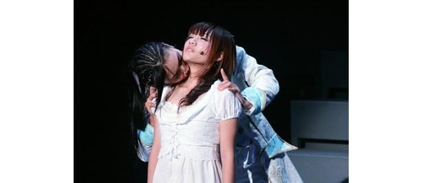 高橋みなみと秋元才加出演時の演出は大人の愛をイメージ