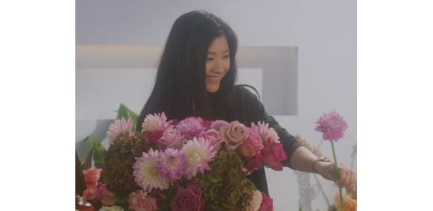 篠原涼子は最初は不安そうだったものの、徐々に笑顔に