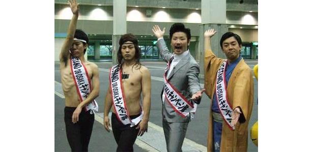 (右より)天津・木村、世界のナベアツ、モンスターエンジン大林、モンスターエンジン西森の4名がインテックス大阪で記者会見