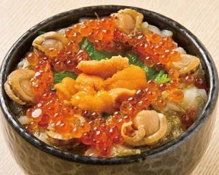 函館朝市。2000円以下で味わえるお得な海鮮丼も。たとえば……