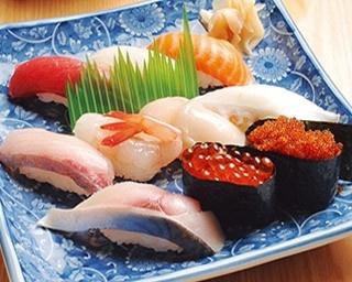 四季花まるすすきの店/ランチセット 1,252円 鮮度にこだわる板前まかせの寿司10貫のほか、本日の汁物、茶碗蒸しが付くお得なセット