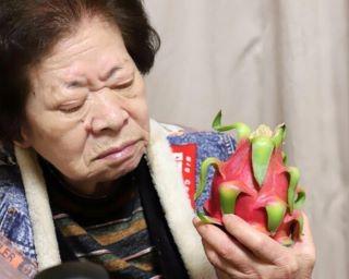 86歳のおばあと「悪魔の実」の初対面がシュールすぎ!「塩顔イケメンおにぎり」も登場した4月の「おばあめし」