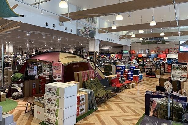WILD-1幕張店は、アウトドア初心者から上級者まで満足できる豊富な品揃えが自慢