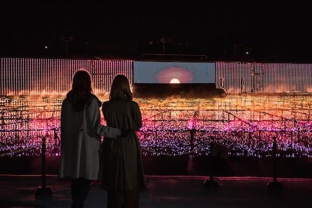 世界7カ国の世界を光で表現した「大海原のマッピング劇場」