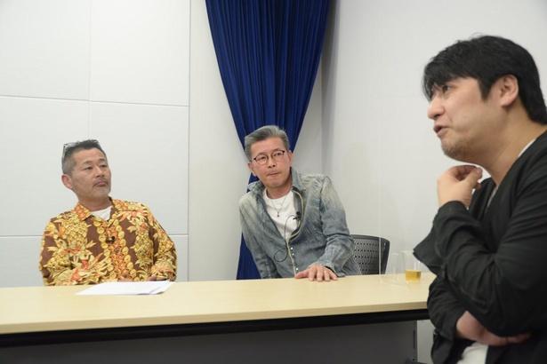 (左から)藤村忠寿氏、嬉野雅道氏、佐久間宣行氏