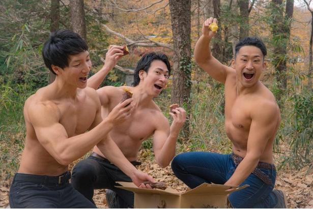 【紅葉とマッチョ】たくさんの焼き芋に歓喜するマッチョ